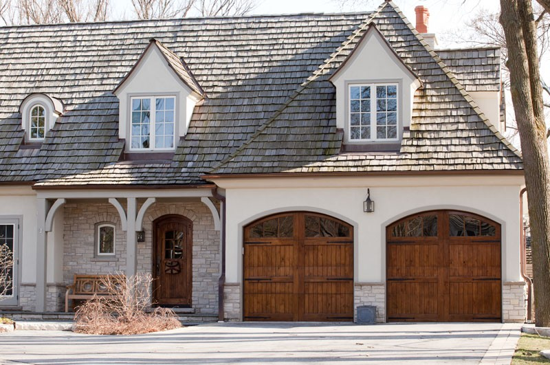 Model: 2511R. 2 Segment, V-Groove Face, Knotty Alder, Arched Top, True Divided Arched Windows, Decorative Face Hardware